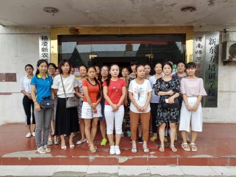 2017年8月9日会计实战做账培训班毕业学员与教师合影留念